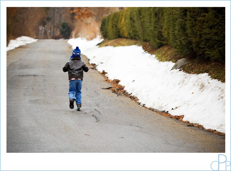 Boy_scooter_winter